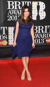 Caroline Flack en la alfombra roja de los Brit 2013