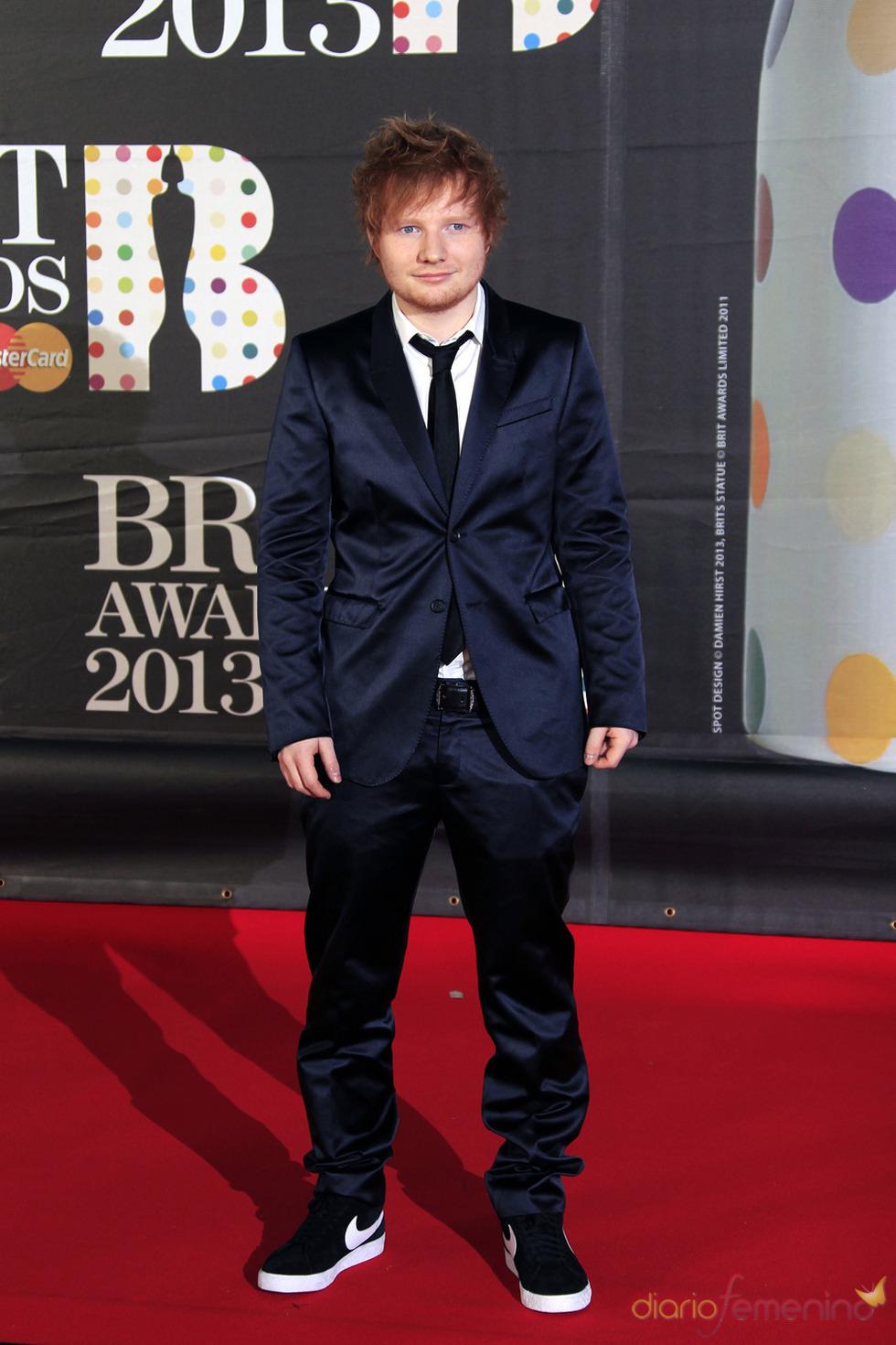 Ed Sheeran en la alfombra roja de los Brit 2013