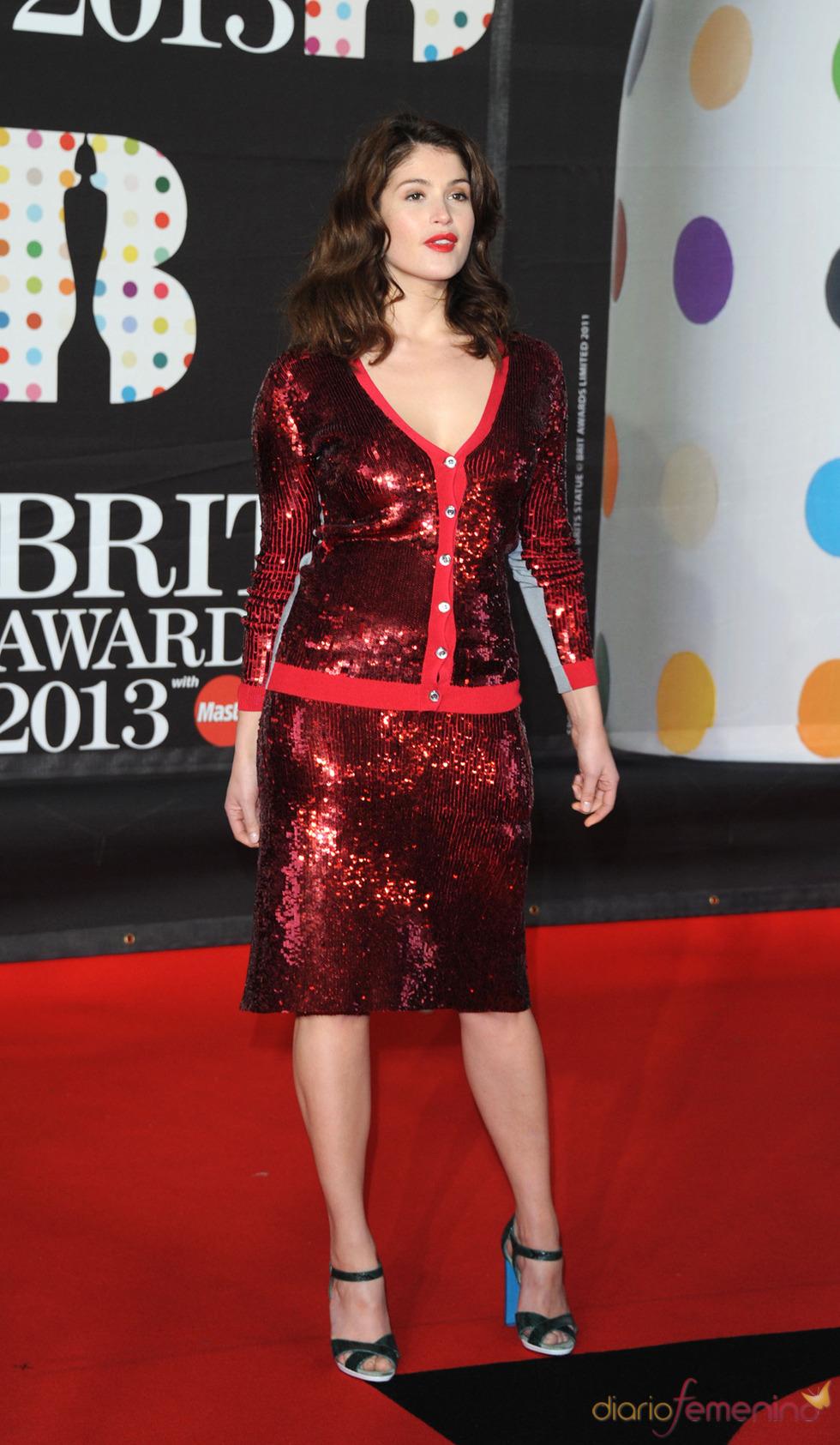 Gemma Arteron en la alfombra roja de los Brit 2013