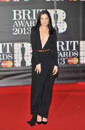 Jessie J en la alfombra roja de los Brit 2013
