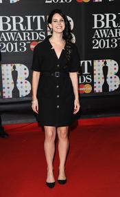 Lana del Rey en la alfombra roja de los Brit 2013