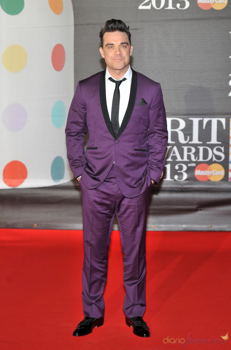 Robbie Williams en la alfombra roja de los Brit 2013