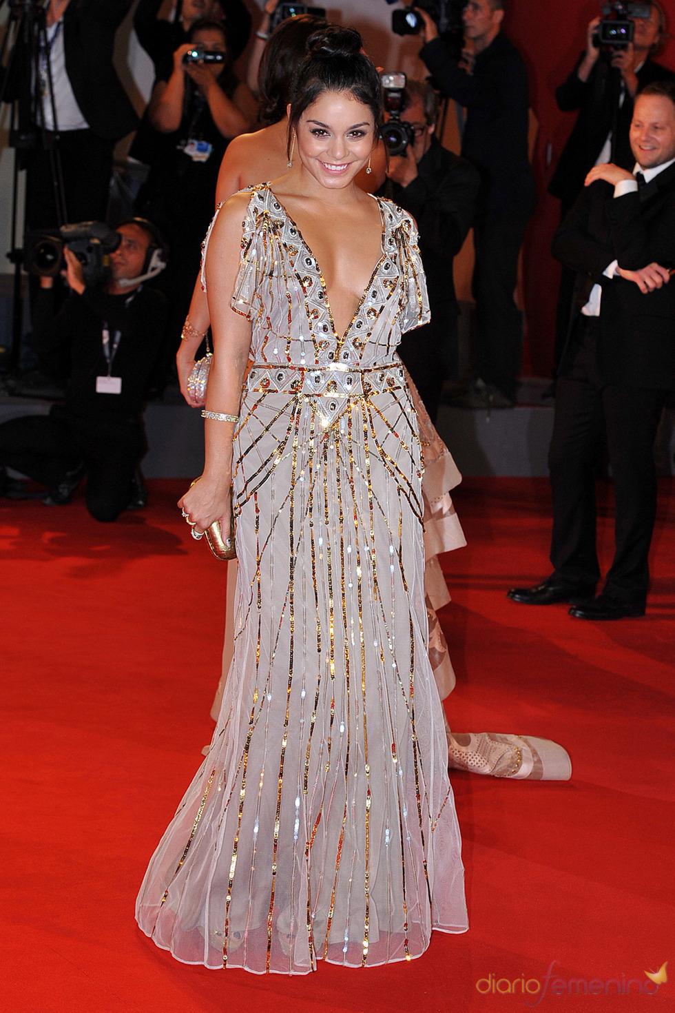 Vanessa Hudgens, protagonista de Spring Breakers posa en la alfombra roja del festival de Venecia