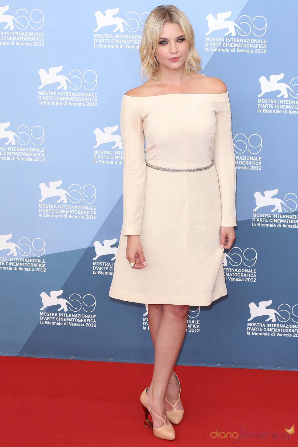 Ashley Benson, protagonista de Spring Breakers posa durante la presentación en Venecia