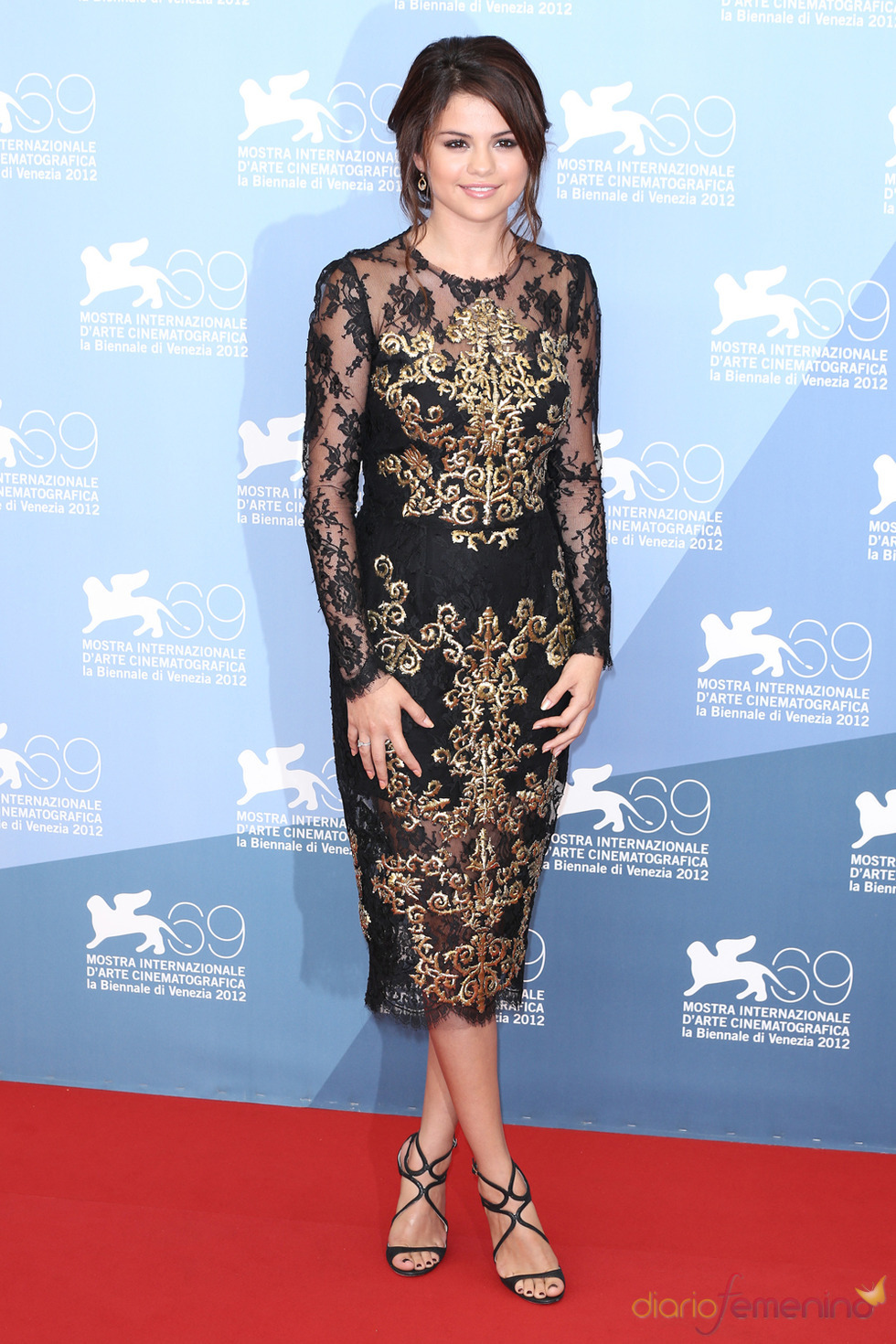 Selena Gomez, protagonista de Spring Breakers posa durante la presentación en Venecia