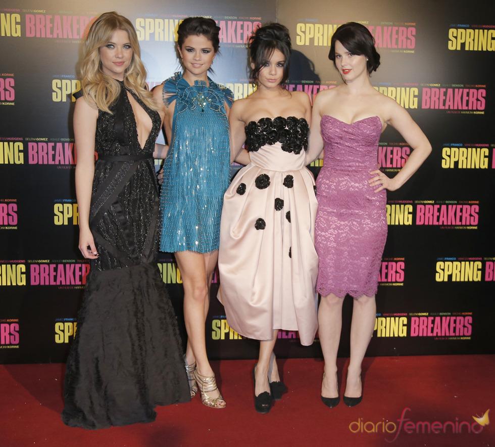 Las protagonistas de Spring Breakers posan durante la presentación en París