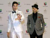 Chino y Nacho en la alfombra roja de Lo Nuestro 2013