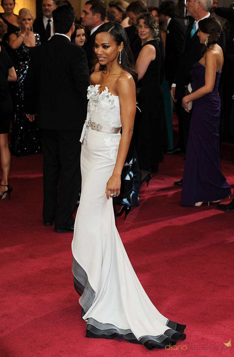 Zoe Saldana en la alfombra roja de los Oscars 2013