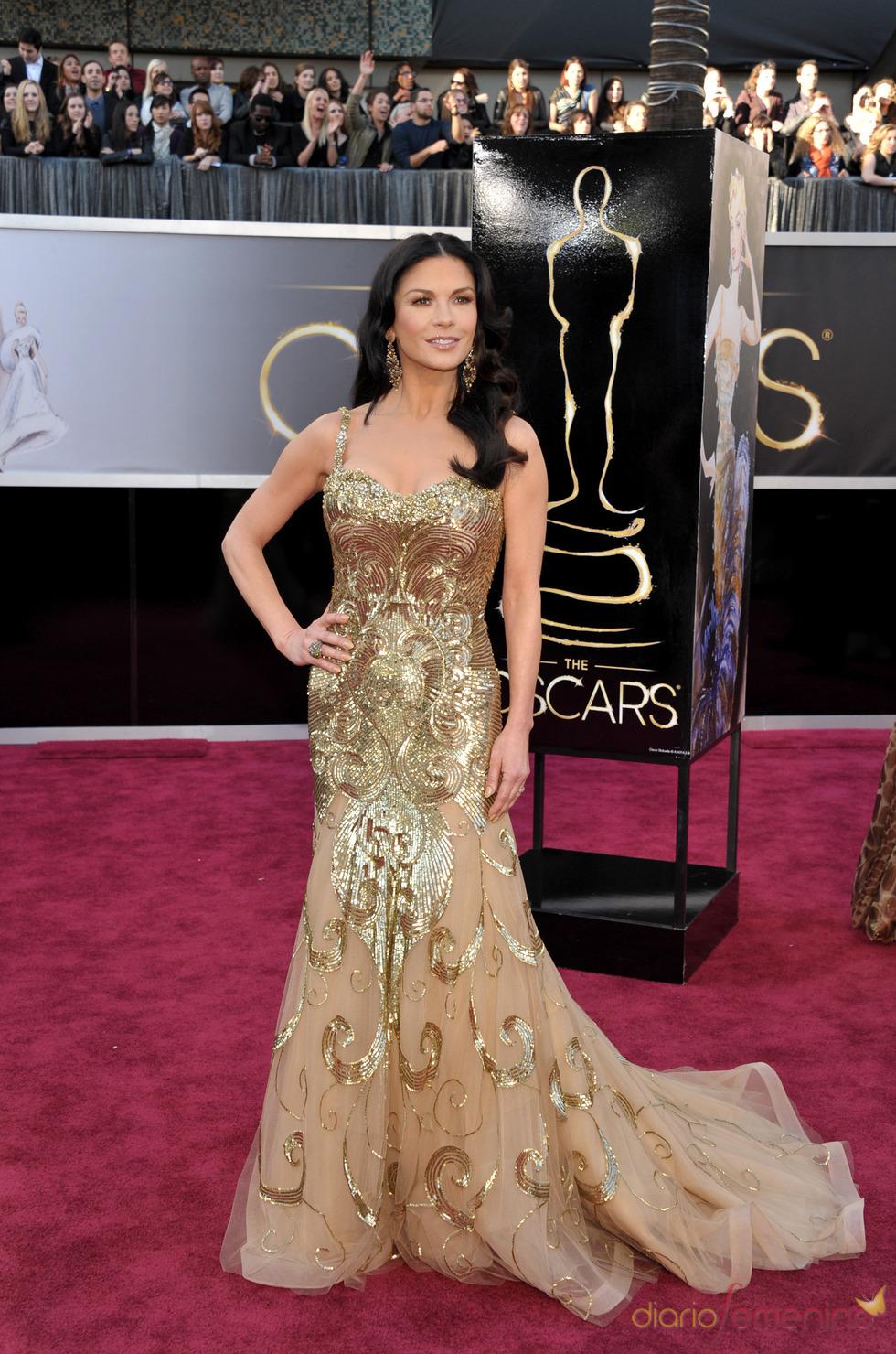 Catherine Zeta-Jones en la alfombra roja de los Oscars 2013