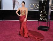 Olivia Munn en la alfombra roja de los Oscars 2013