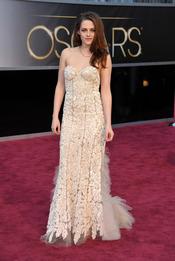 Kristen Stewart en la alfombra roja de los Oscars 2013