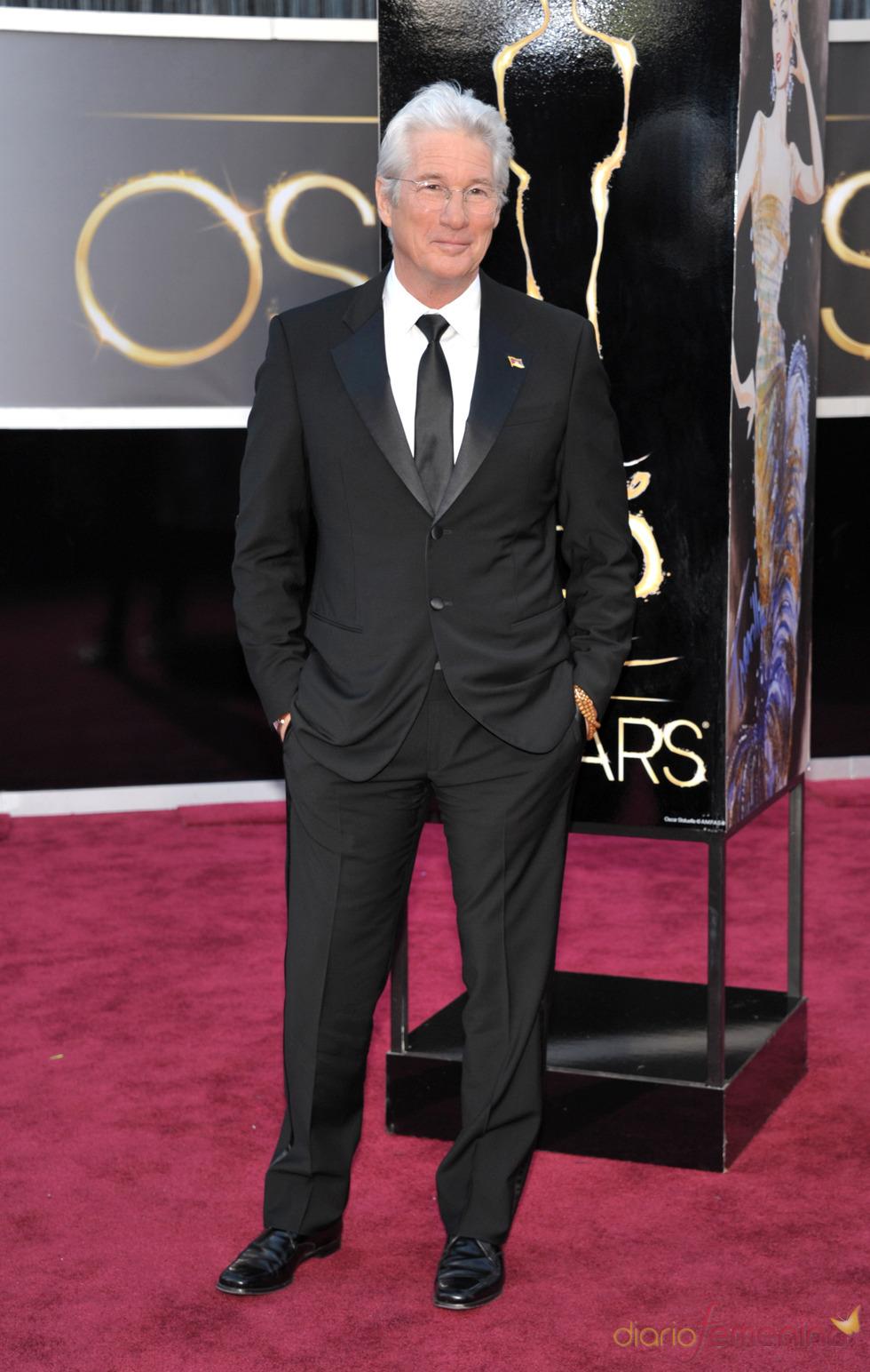 La elegancia de Richard Gere en la alfombra roja de los Oscars 2013
