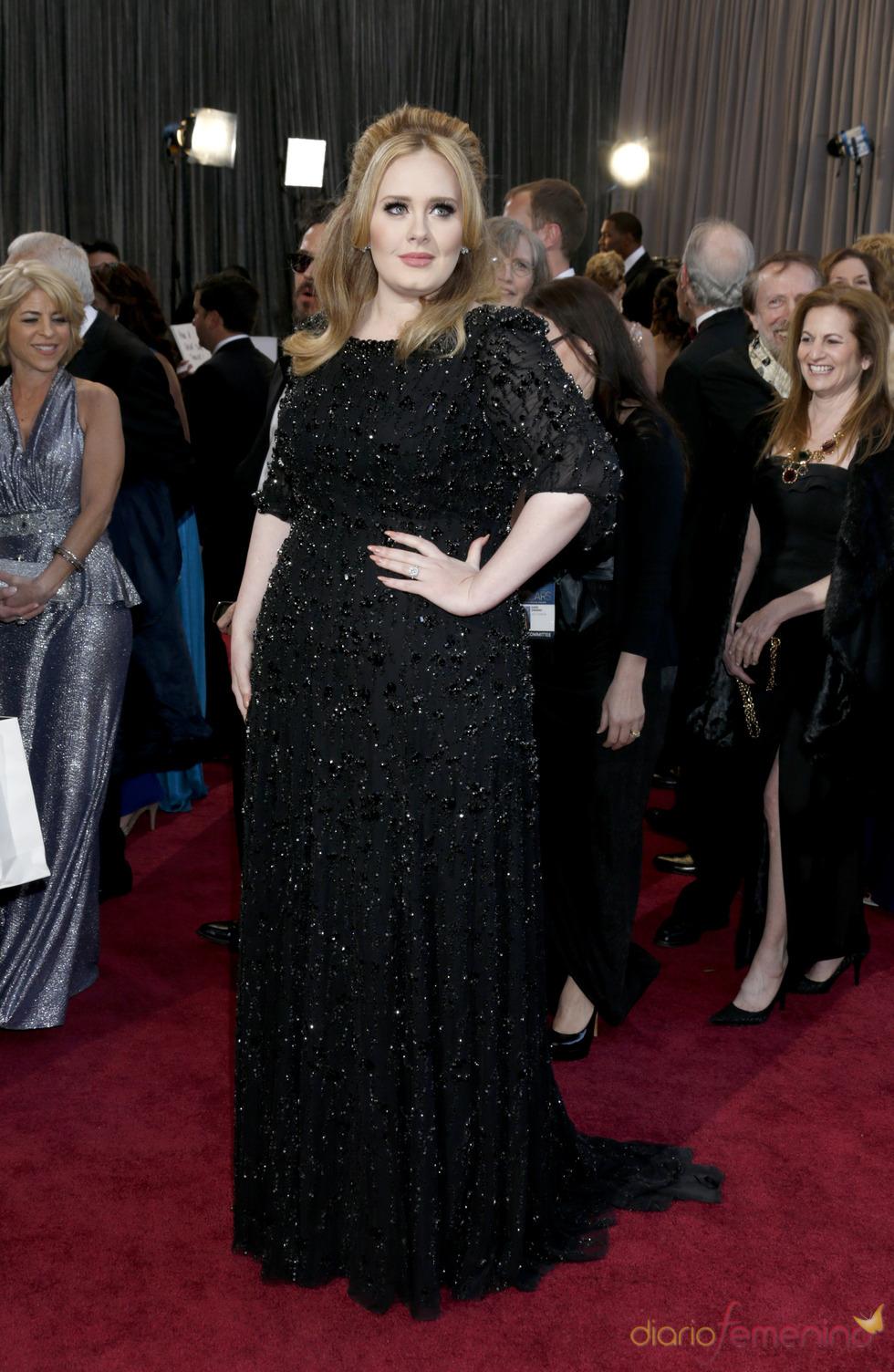 La cantante Adele en la alfombra roja de los Oscars 2013