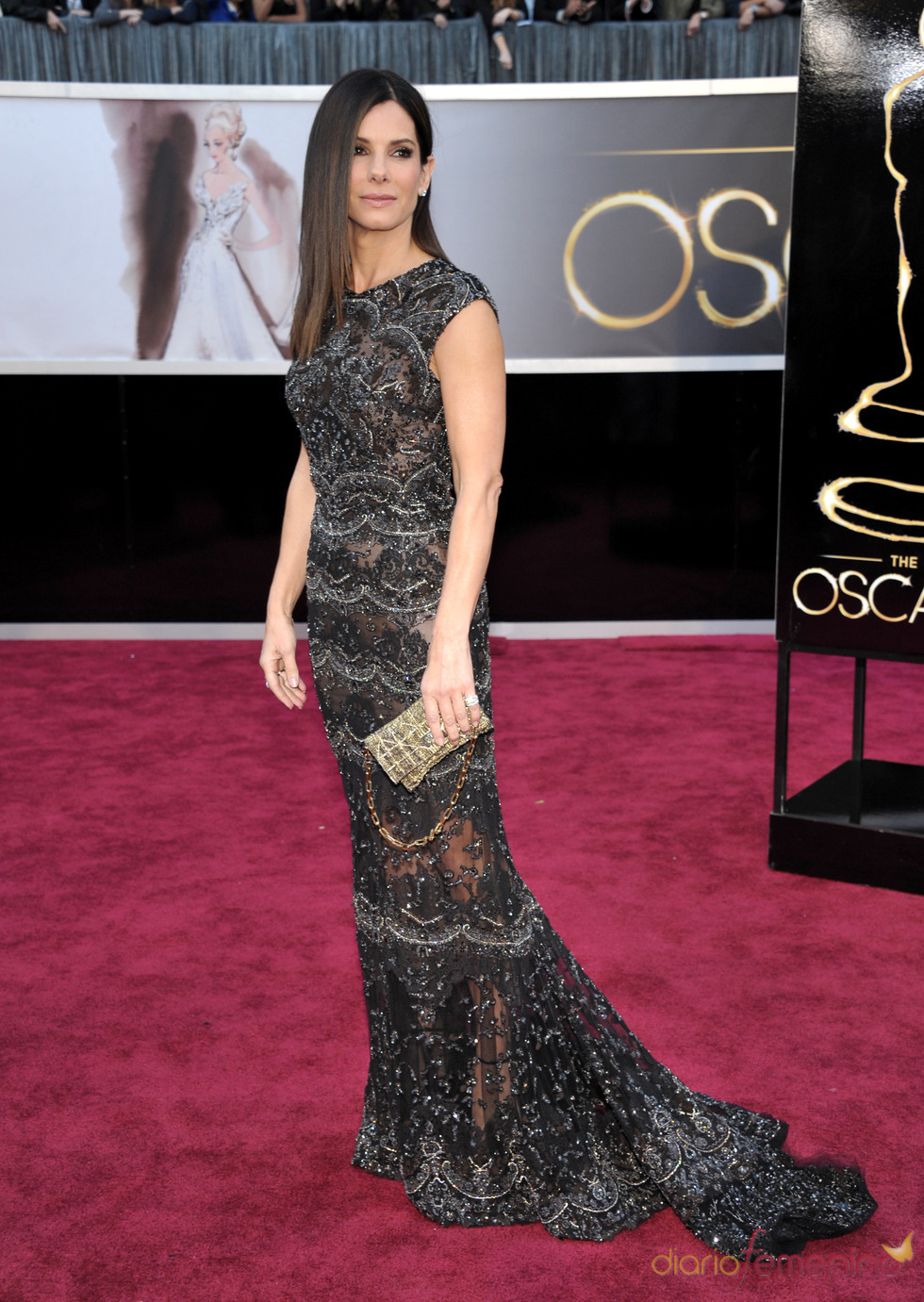 La actriz Sandra Bullock en la alfombra roja de los Oscars 2013