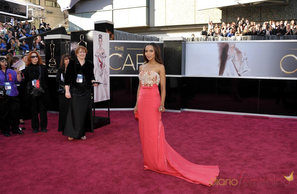 Kerry Washington en la alfombra roja de los Oscars 2013