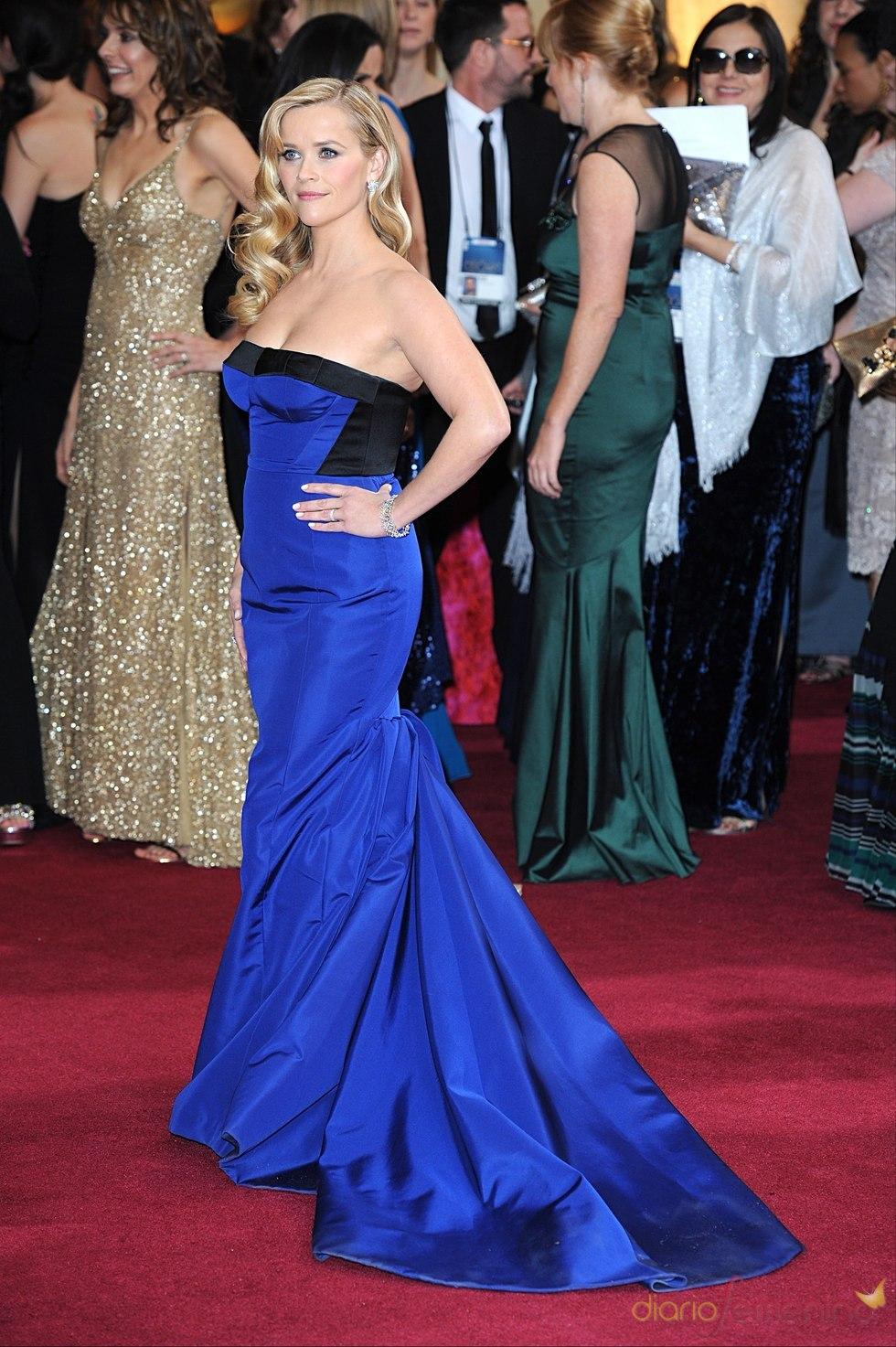 Reese Witherspoon de Louis Vuitton en la alfombra roja de los Oscars 2013