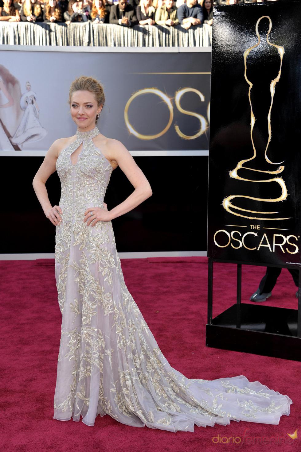 Amanda Seyfried en la alfombra roja de los Oscars 2013