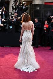 Kristen Stewart luce espalda en la alfombra roja de los Oscar 2013