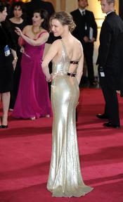 Renée Zellweger luce espalda en la alfombra roja de los Oscar 2013