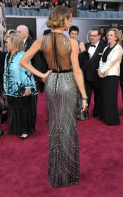 Stacy Keibler luce espalda en la alfombra roja de los Oscar 2013