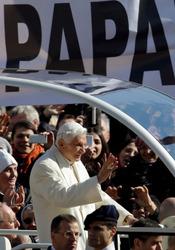 La despedida del Papa Benedicto XVI: un baño de masas de sus fieles