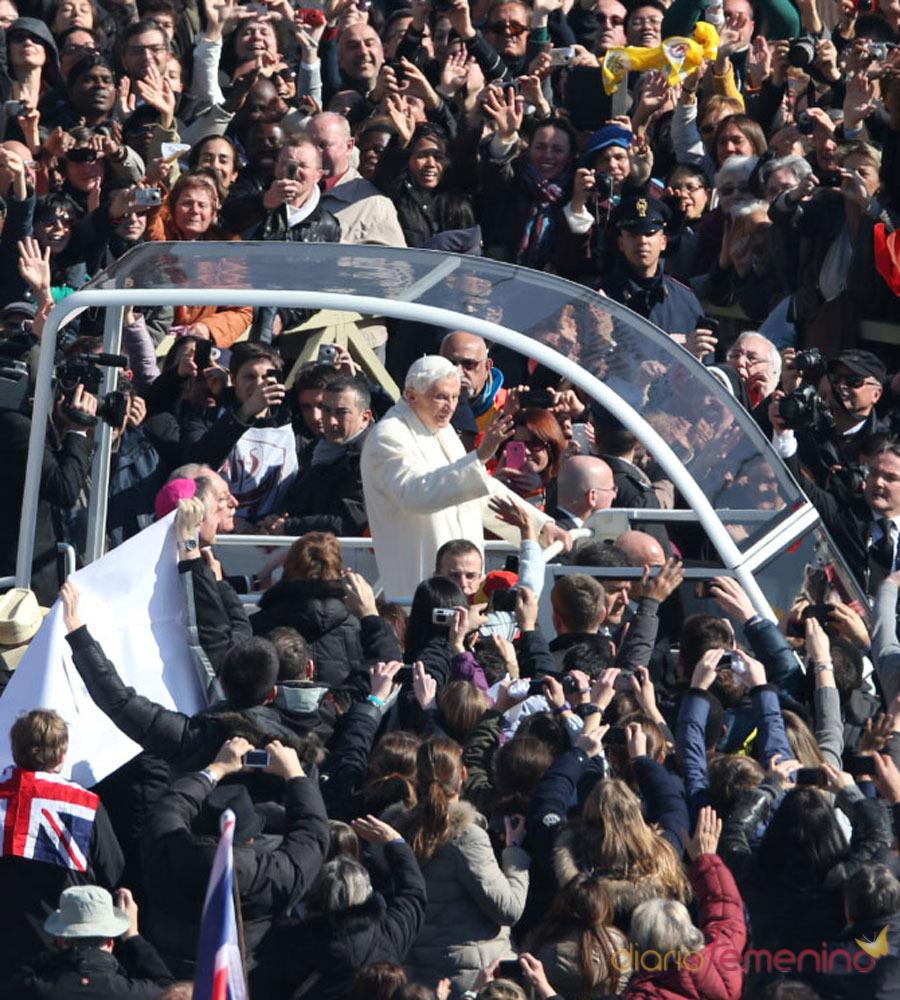 La despedida del Papa Benedicto XVI: contacto con los fieles