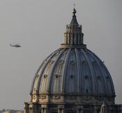 Un helicóptero traslada a Benedicto XVI hasta Castel Gandolfo