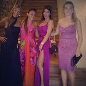 Antonella Roccuzzo y Daniella Semaan junto a unas amigas