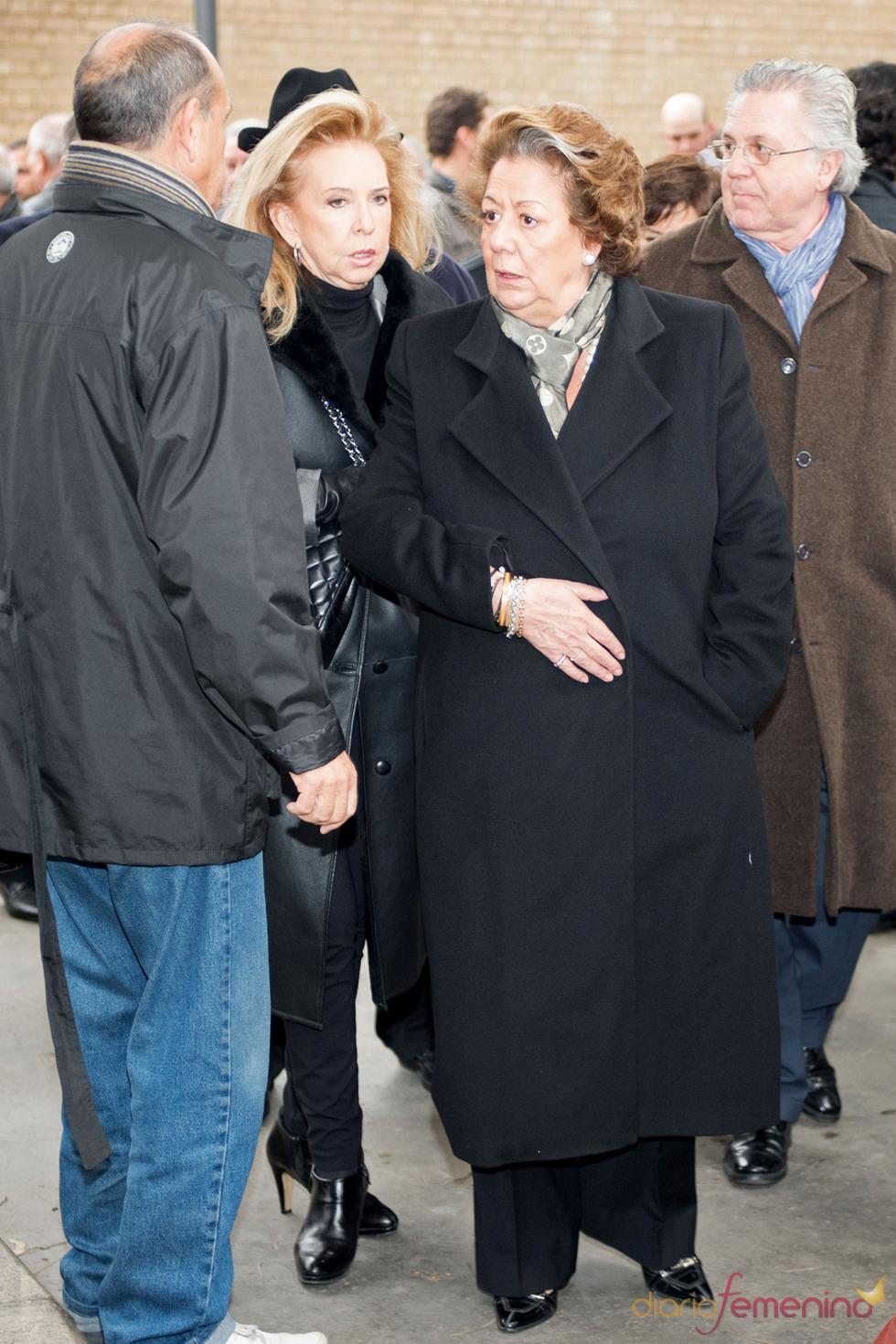 La alcaldesa de Valencia, Rita Barberá, acude al entierro de Pepe Sancho