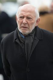 El actor Álvaro de Luna acude al entierro de Pepe Sancho
