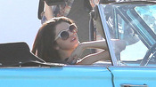 Primer plano de Selena Gomez en el rodaje de su nuevo videoclip