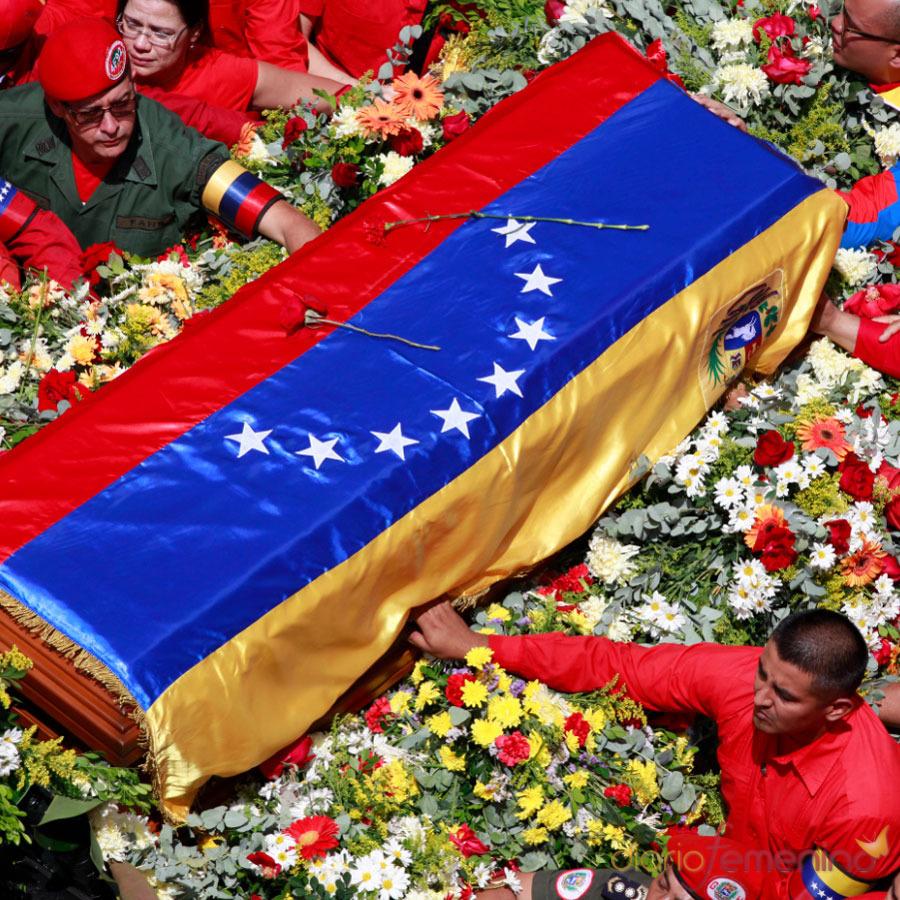 Funeral de Hugo Chávez: una tumba de flores