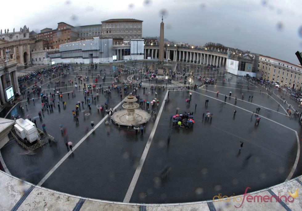 El camino del nuevo Papa: el mundo y la lluvia, los testigos