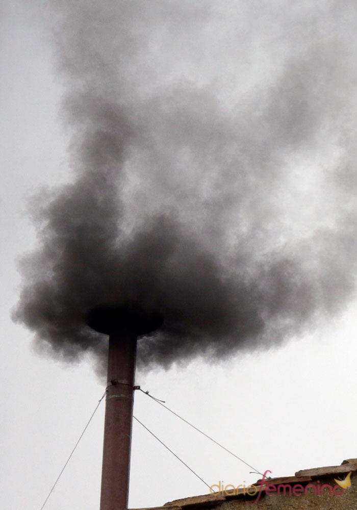 El camino del nuevo Papa: fumatas negras