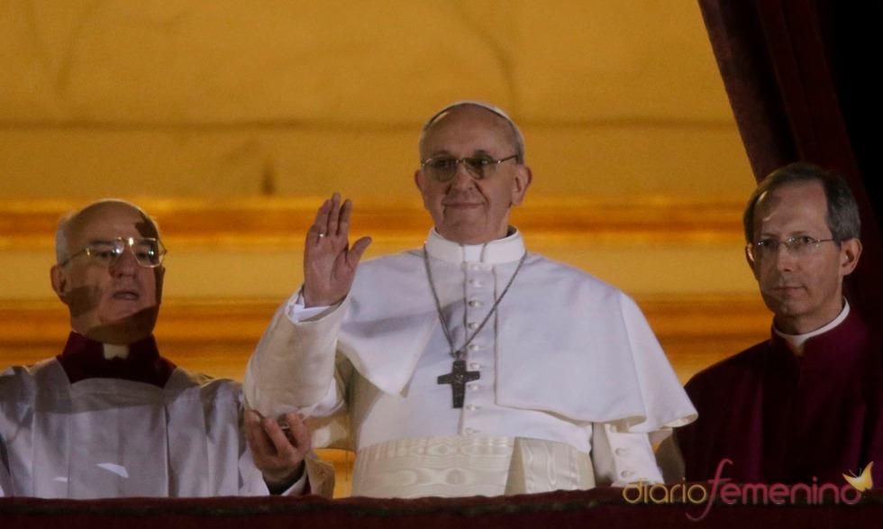 El nuevo Papa Francisco I: el primer saludo