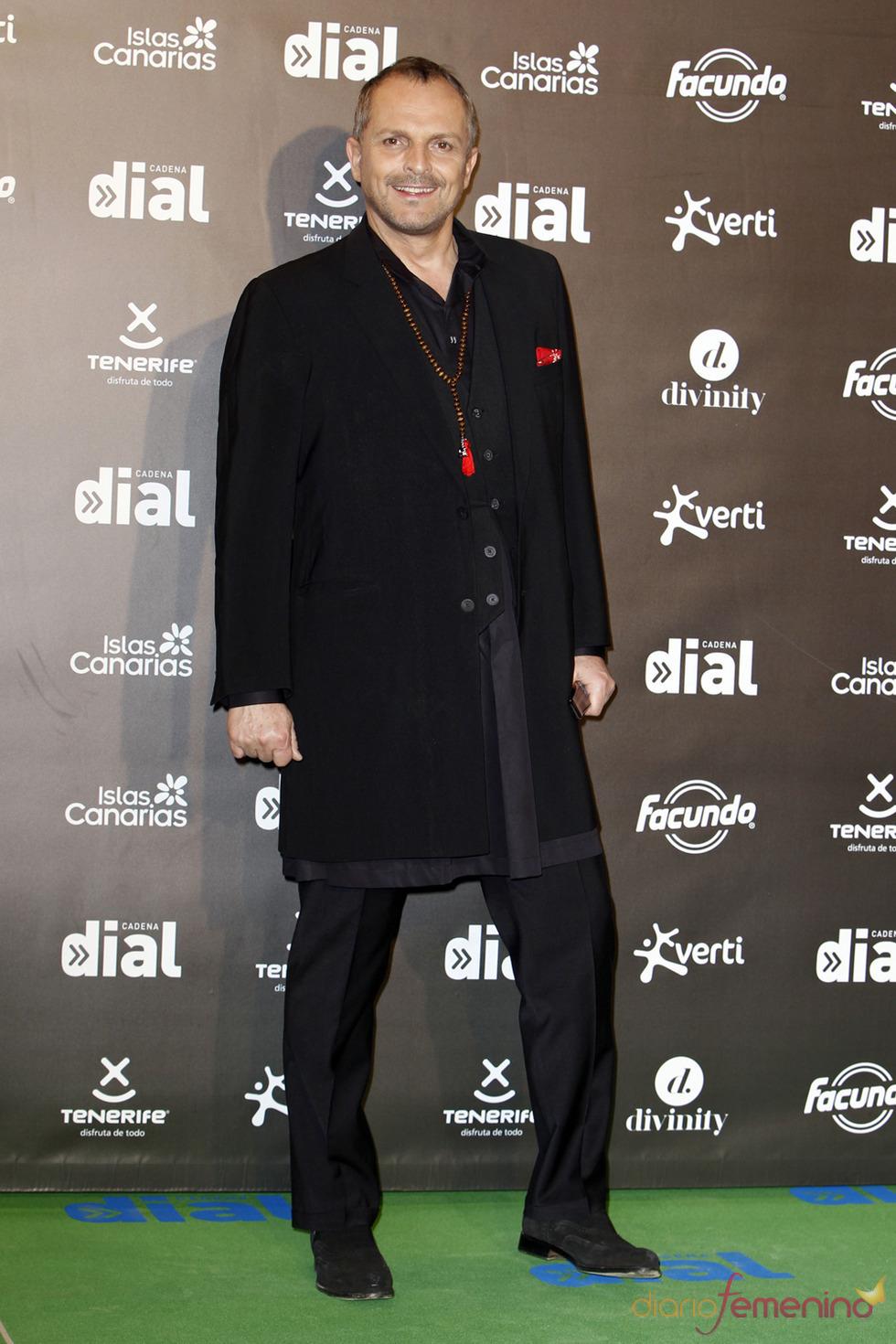 El look de Miguel Bosé en los premios Cadena Dial a la música 2013