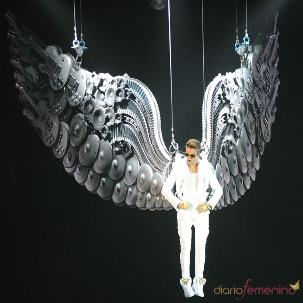 Los conciertos de Justin Bieber: suspendido en el viento