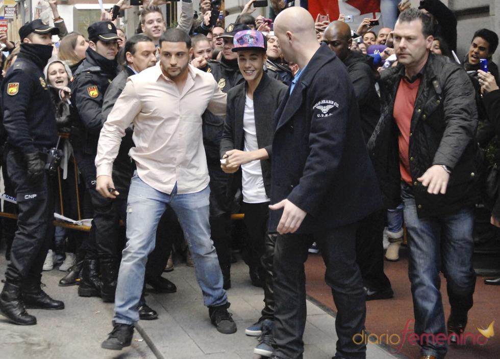 Justin Bieber saluda a sus fans de Madrid antes de su concierto