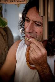 Artesanía hippie en el mercadillo de Las Dalias