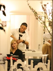Mischa Barton en sesión de peluquería
