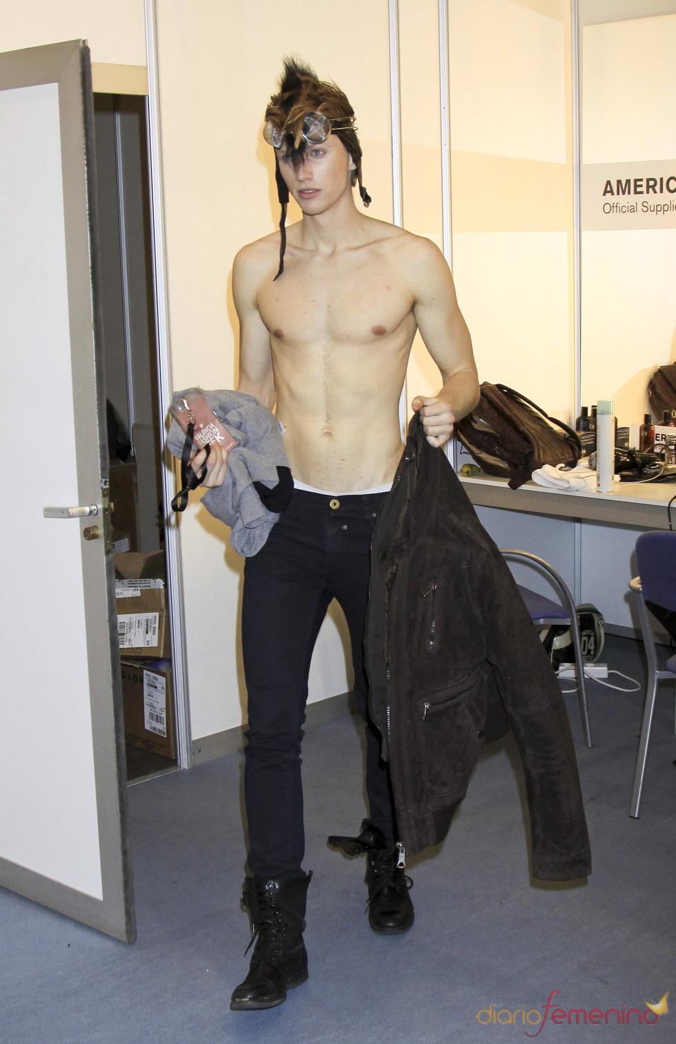 Nicolás Coronado desnudo