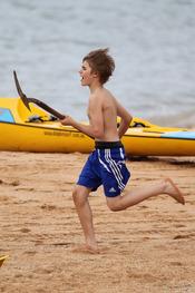 Justin Bieber corre con la pala