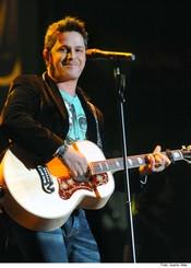 Actuación de Alejandro Sanz en la Noche de Cadena 100