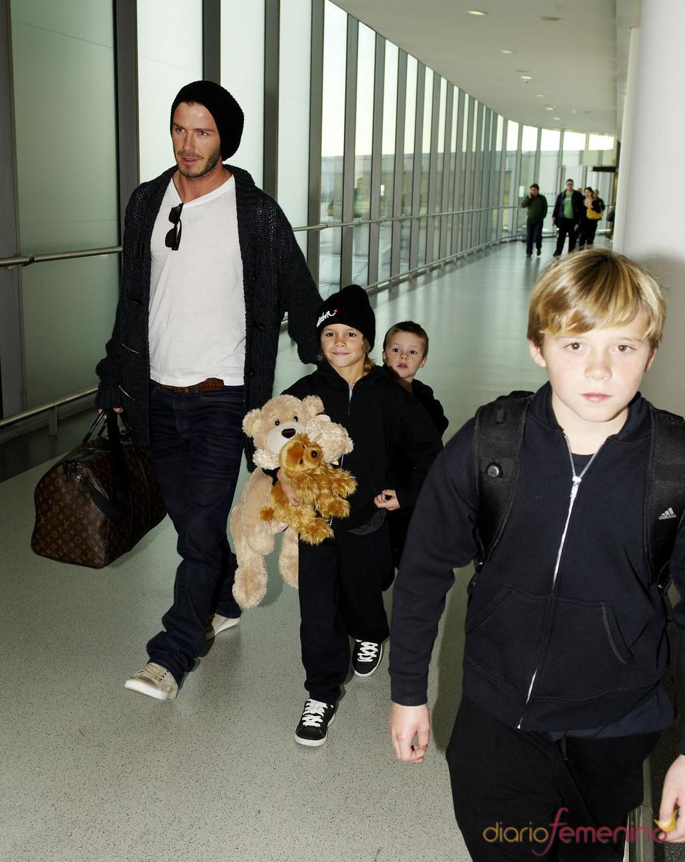 David Beckam a juego con sus hijos