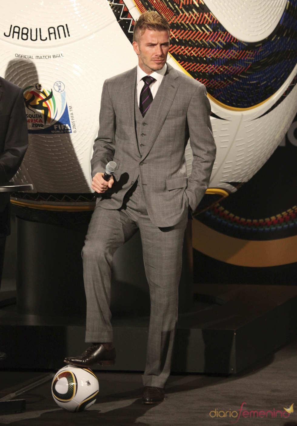 David Beckam con traje de chaqueta y corbata