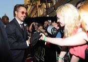 Robert Downey con sus fans en la premiere de 'Iron Man 2'