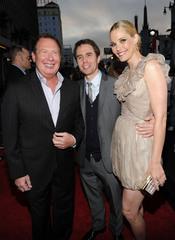 Garry Shandling, Sam Rockwell y Leslie Bibb en el estreno de 'Iron Man 2'