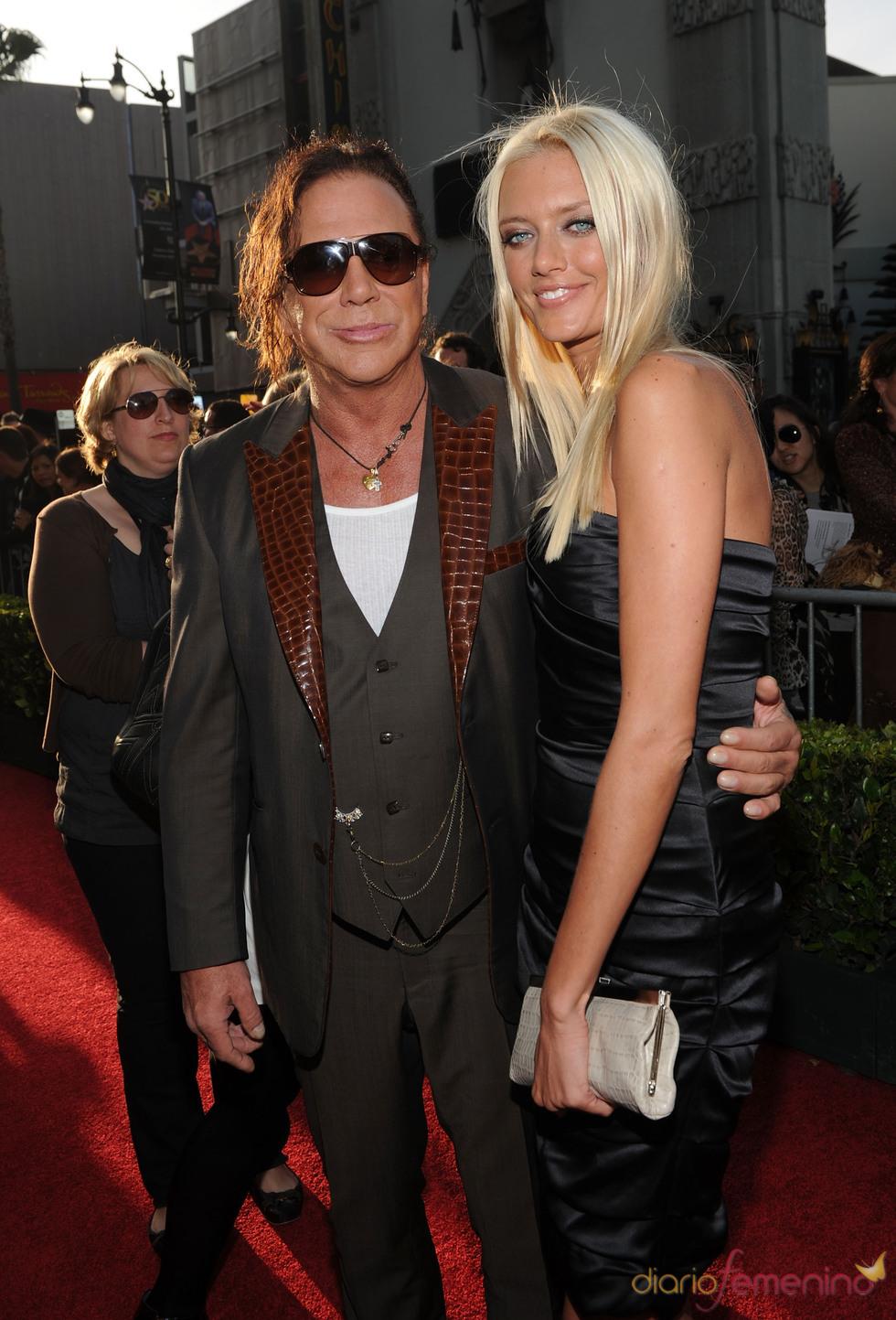 Mickey Rourke y Anastassija Makarenko en la premiere de 'Iron Man 2'