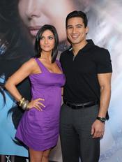 Courtney Mazza y Mario Lopez en la presentación del permume 'Eva'