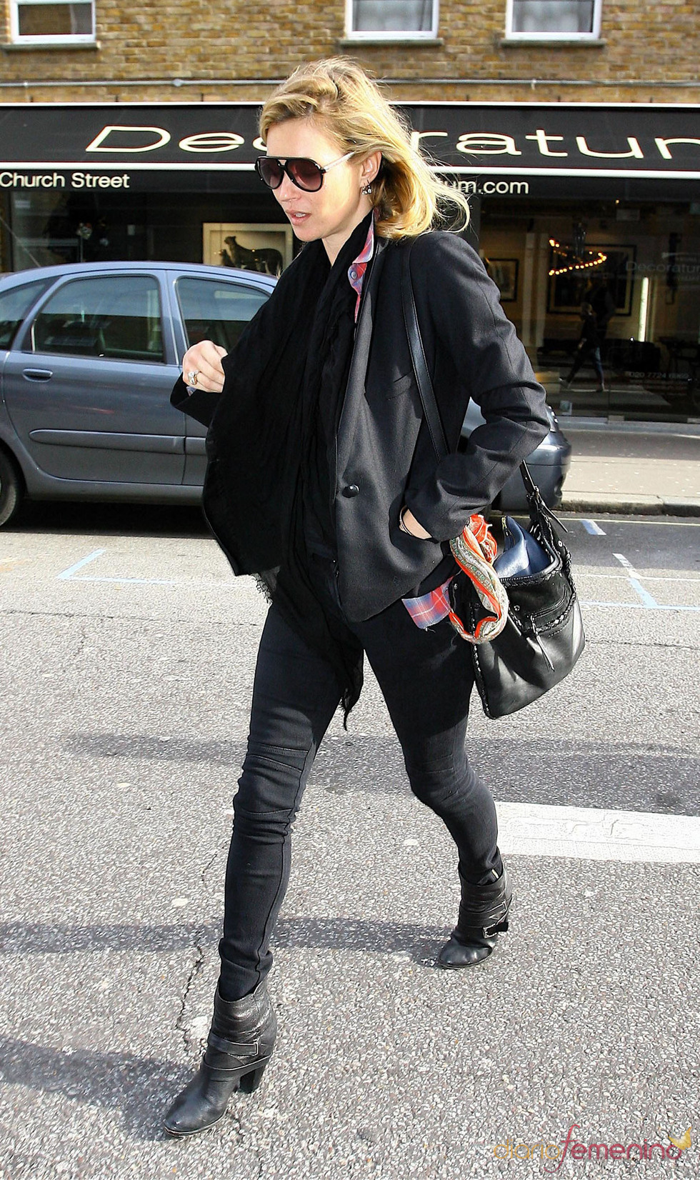 Bandolera negra de Kate Moss